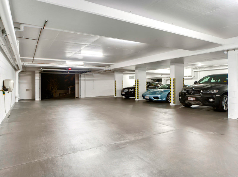 Parking s curis pour voitures de luxe et collection paris for Hotel paris avec garage